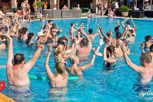 Big thumb salsa week 2018 dans in piscina